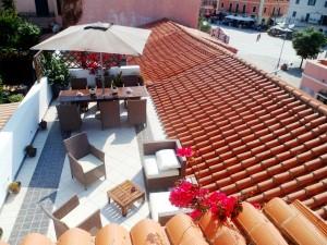 terrazza dal'alto con piazza bella - Copia